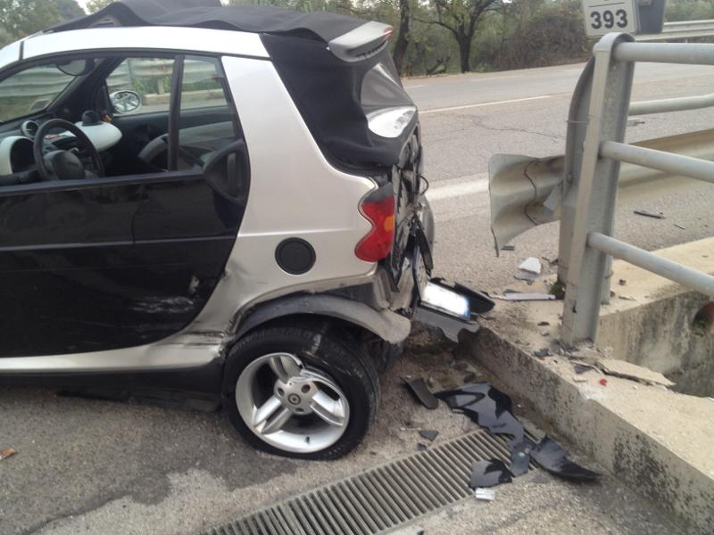 la Smart coinvolta nell'incidente