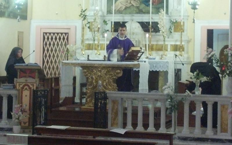 2 novembre, messa alla chiesa del Monastero delle Suore Passioniste con le quattro religiose ai lati dell'altare