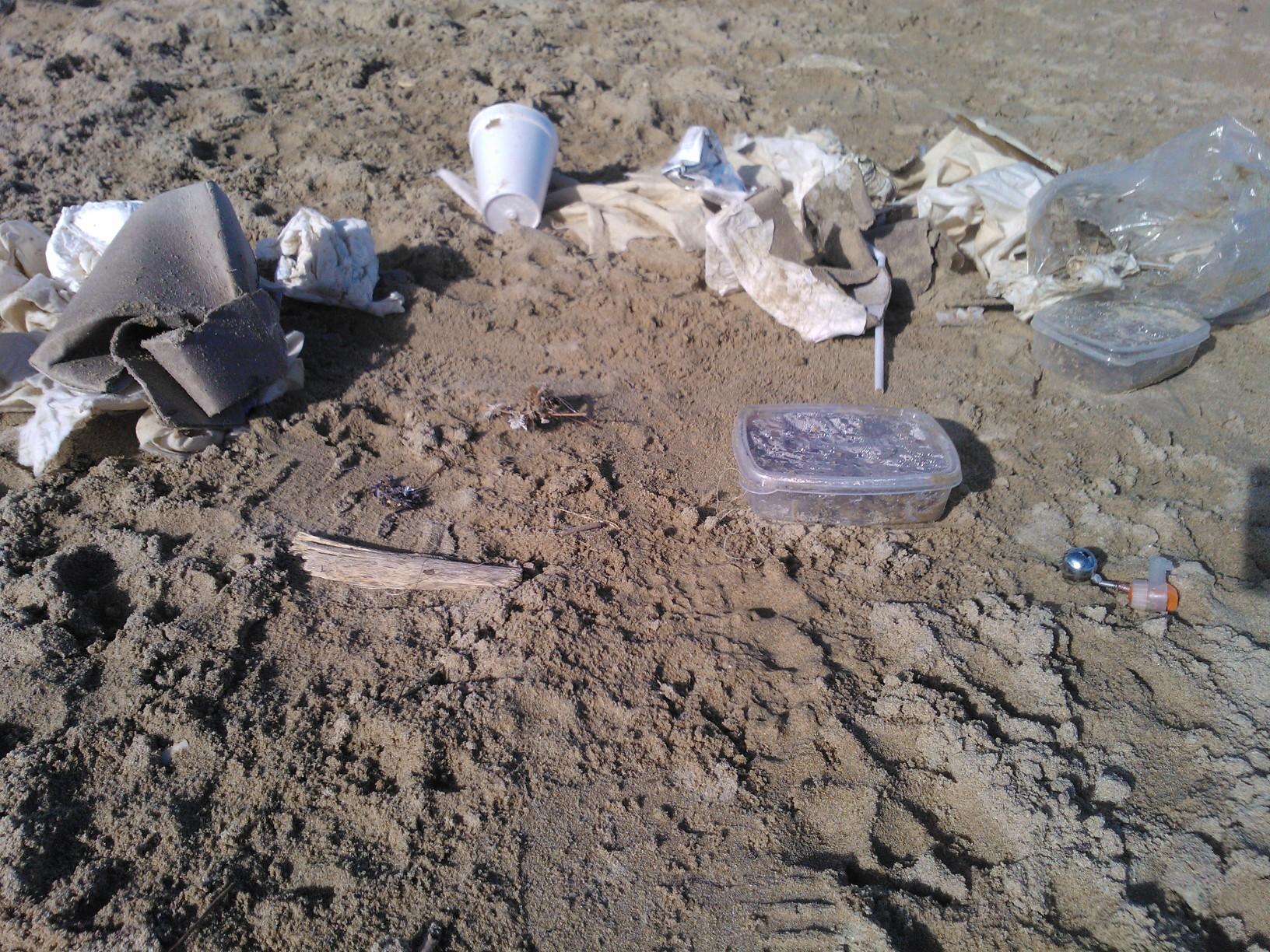 Ami da pesca e reti abbandonate nelle spiagge (foto di Valeria Vicente)