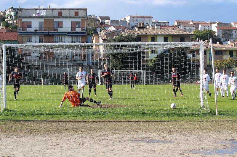Monturanese 1-2 Samb, il rigore di Tozzi Borsoi