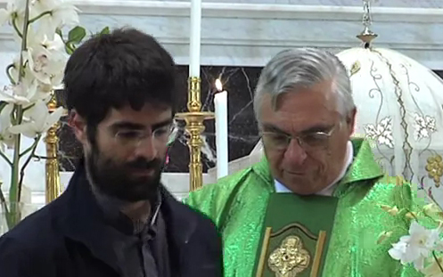 Il momento in cui don Gianluca Rosati annuncia a Padre Pasquale Giamberardini che il Vescovo ha deciso di far restare le suore al Monastero