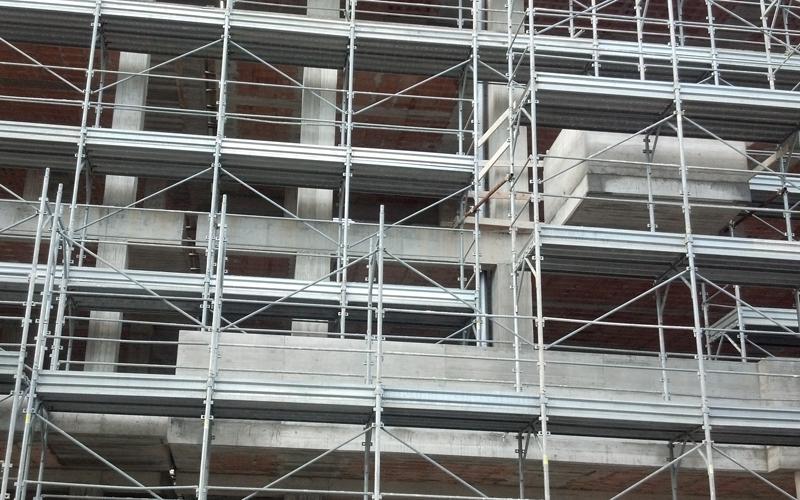 L'edificio in costruzione in piazza Kolbe