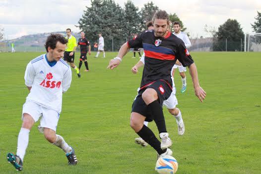 Monturanese-Samb. Walter Piccioni in azione (foto Matteo Bianchini)