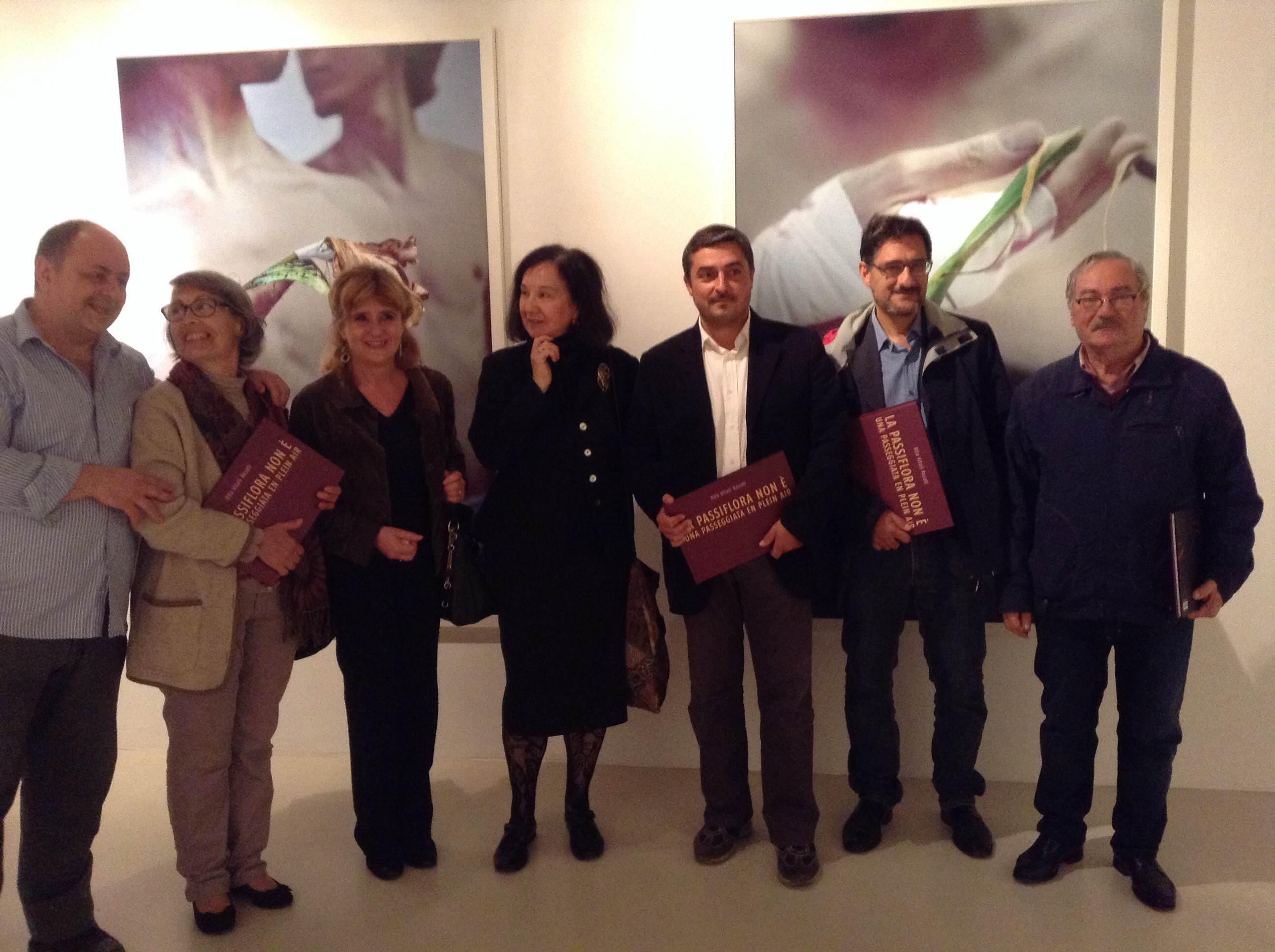 Rita Vitali Rossi e alcuni amici presenti alla presentazione del suo libro alla Galleria Marconi
