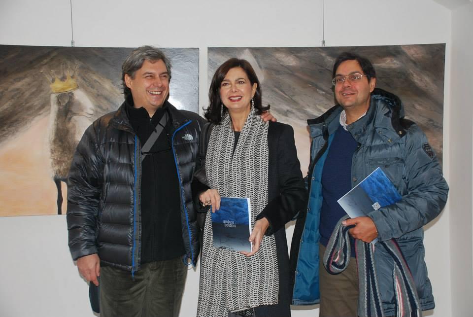 Al centro Laura Boldrini, assieme ai due fratelli