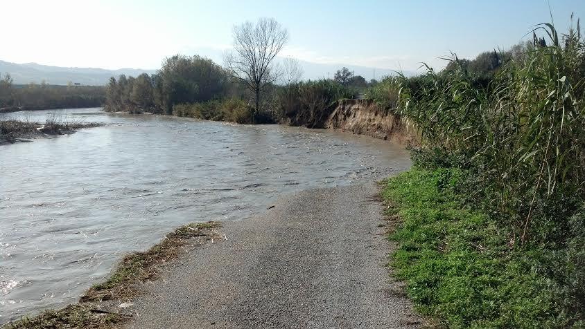 Contrada Sant'Anna, il punto in cui il Tronto è esondato il 2 dicembre, divorando 15 metri di terreno
