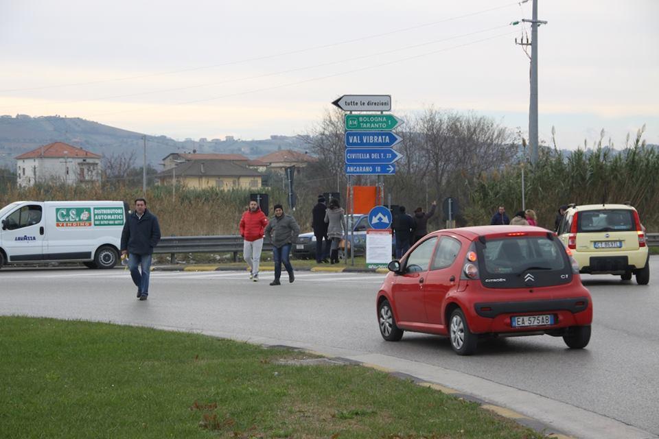 La protesta dei manifestanti Val Vibrata (Matteo Bianchini)