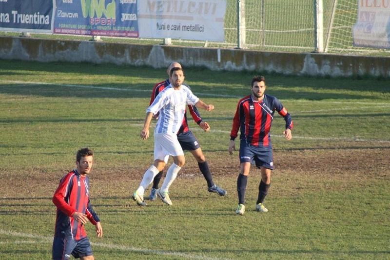 L'attaccante Saverio Mastrojanni durante Grottammare-Montegiorgio partita in cui ha segnato il suo 1° gol stagionale in biancoceleste.