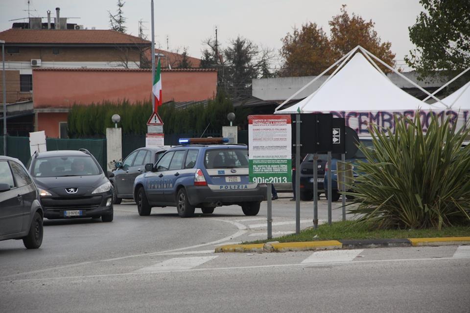 Polizia al presidio Val Vibrata (Matteo Bianchini)