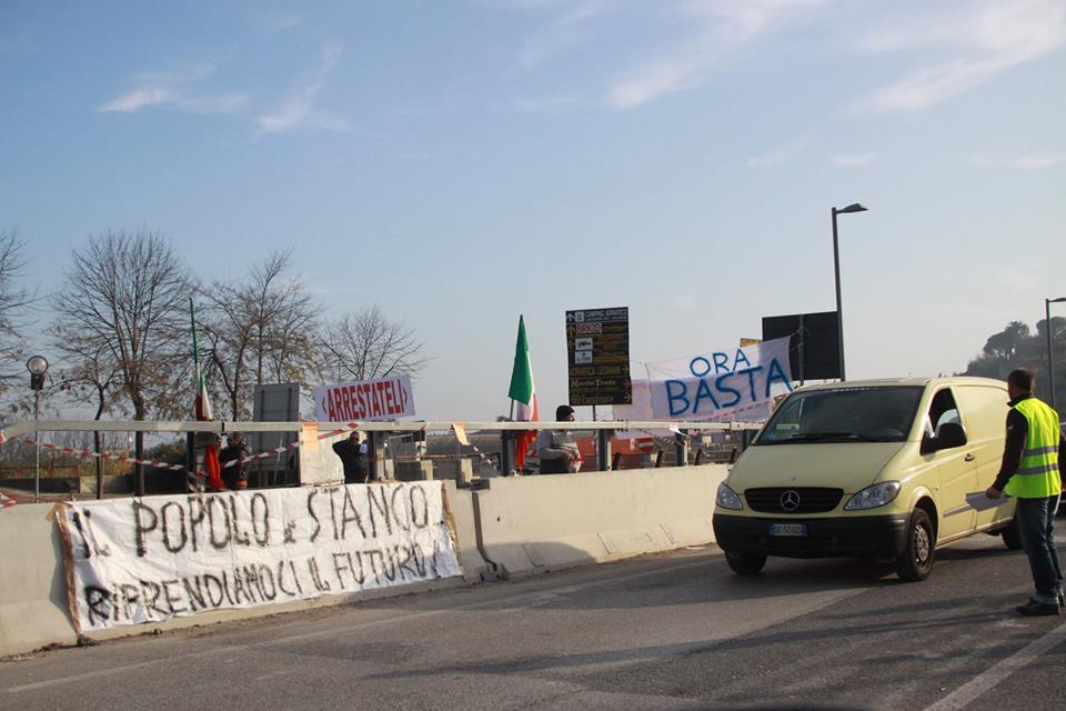 Presidio L'Italia si Ferma sul Tronto, ore 13 del 10 dicembre