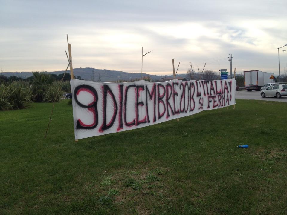 Striscione di protesta Val Vibrata (Matteo Bianchini)