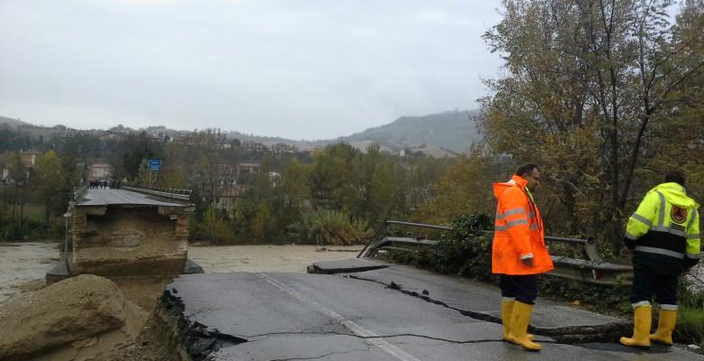 Il ponte di Rubianello crollato (fonte informazione.tv)