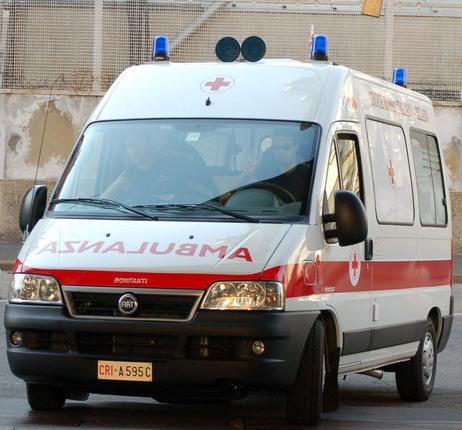 Un'ambulanza ha soccorso l'uomo