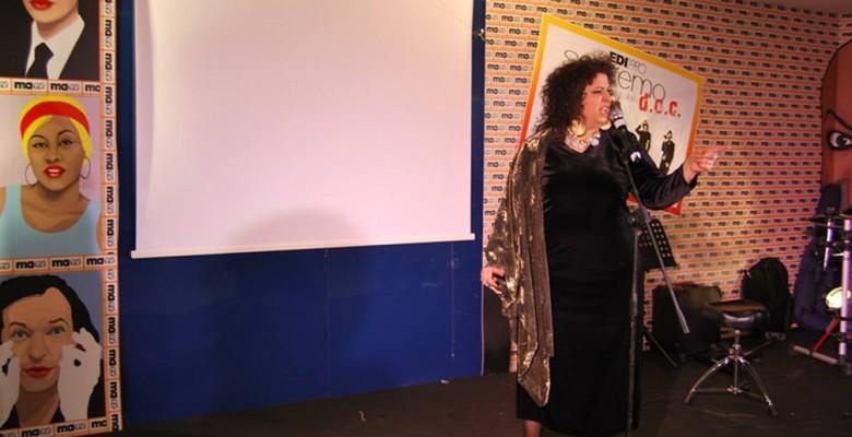 La cantante truentina Danira Micozzi