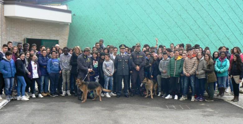 La Guardia di Finanza con gli studenti