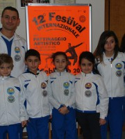 I giovanissimi atleti della Diavoli Verde Rosa assieme a coach Bovara