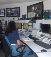 Una centrale di polizia. Aiutiamola