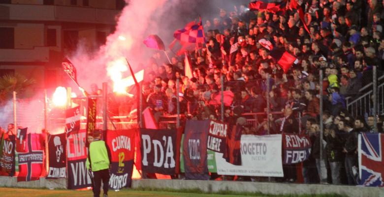 I tifosi della Samb (foto Bianchini)