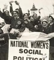 Suffragettes ad inizio secolo, altro che quote rosa