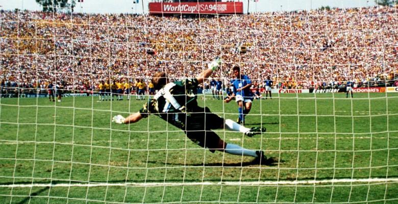 Roberto Baggio sbaglia il rigore durante la finale mondiale di Pasadena