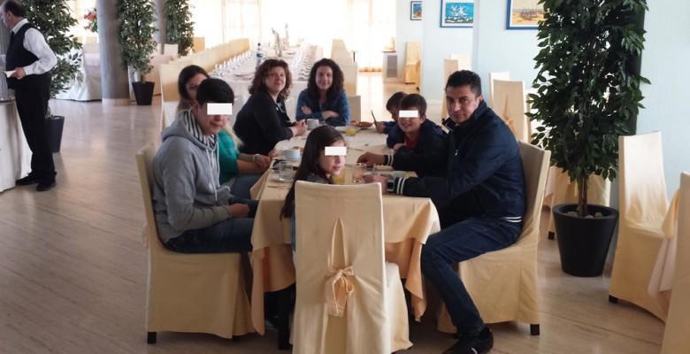 La famiglia Appierto oggi durante la prima colazione presso il Parco dei Principi