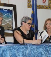 La scrittrice Antonella Aigle durante la presentazione del suo nuovo libro