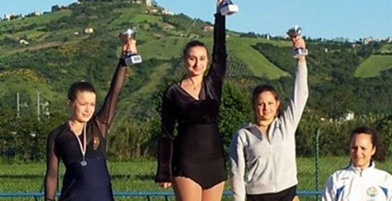 Martina Foschi (al centro)  & Angelica Giorgini (a destra)
