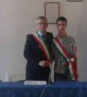 Il sindaco Paolo Camaioni e il baby sindaco Valentino Varzè