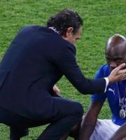 Balotelli piange dopo la sconfitta agli Europei con la Spagna, Prandelli lo consola, una bella immagine ma tutta al passato