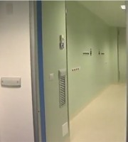 L'apertura della porta che conduce alla sala operatoria del day surgery