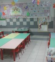 Una delle classi dell'asilo Merlini