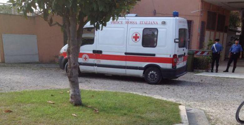 L'ambulanza soccorre il giovane ricoverato per droga