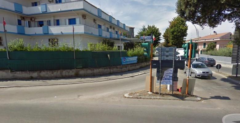 il pericolo incrocio in zona Casone a Villa Rosa