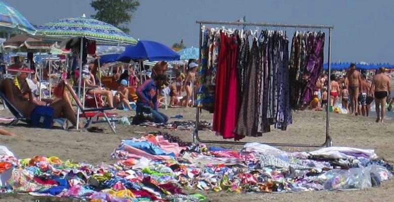 commercio abusivo sulle spiagge