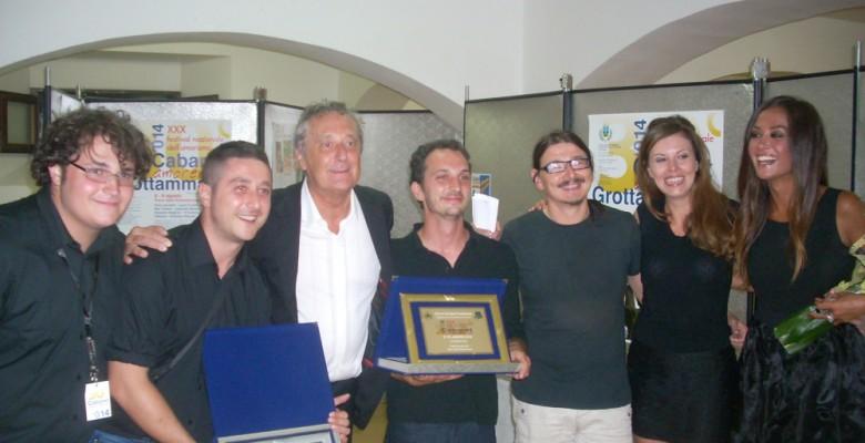 I conduttori con i premiati della trentesima edizione di Cabaret Amore Mio