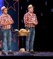 Stefano e Gianluca durante la loro esibizione su Canale 5