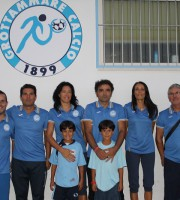 Scuola Calcio Grottammare. Nella foto: alcuni degli istruttori della scuola calcio del Grottammare Calcio insieme al Responsabile Marino Straccia