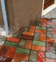Urina e vomito in via Mentana