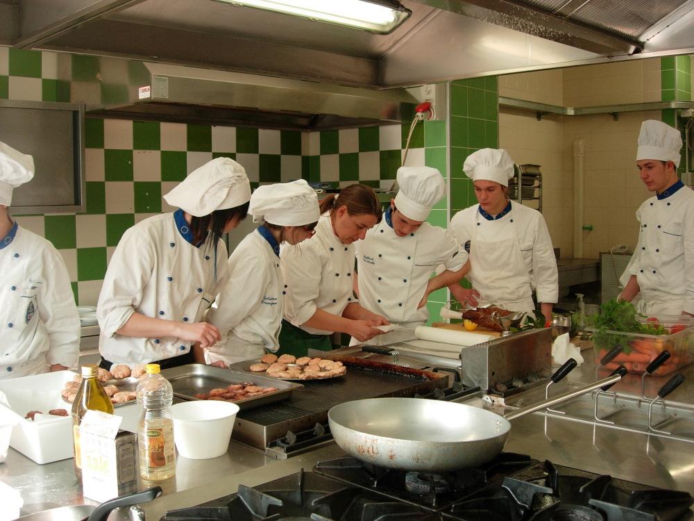 L 39 alberghiero soffoca alcune classi sfioreranno i 30 studenti riviera oggi - Scuola di cucina torino ...