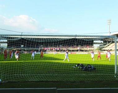 Il rigore decisivo, palla a sinistra portiere a destra (Foto Bianchini)