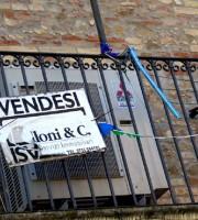Case invendute in Via Mentana