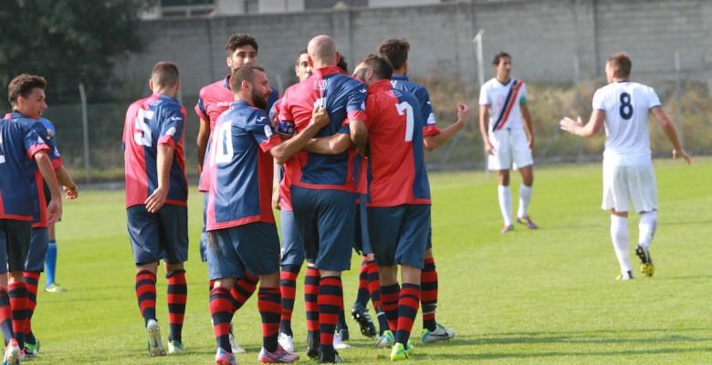 Civitanovese-Samb 3-3, Tozzi Borsoi festeggiato dai compagni