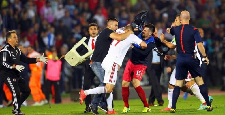 La rissa in Serbia-Albania (foto dal sito Repubblica)