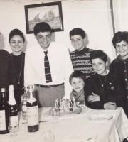 diciottesimo compleanno di Nicola Romani, sullo sfondo la lancette del nonno