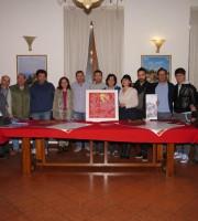 Foto di gruppo per amministratori e presidenti di associazioni grottammaresi in vista del Natale