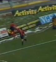 Selvaggi esulta dopo il gol vittoria al Campobasso, è il 1987