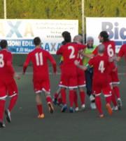 Esultanza Porto d'Ascoli dopo il gol del raddoppio firmato da Davide Oresti
