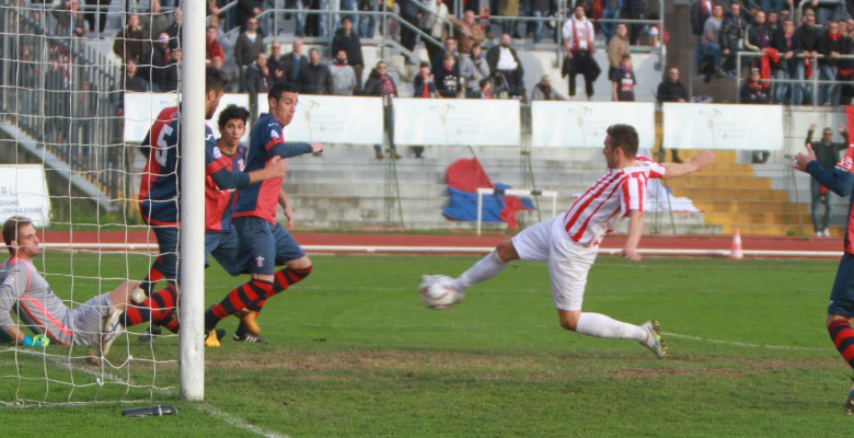 Maceratese-Samb il gol del pareggio di D'Antoni