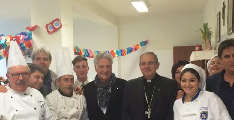 Il vescovo con i cuochi e i rapprsentanti della Confesercenti, Traini e Assenti