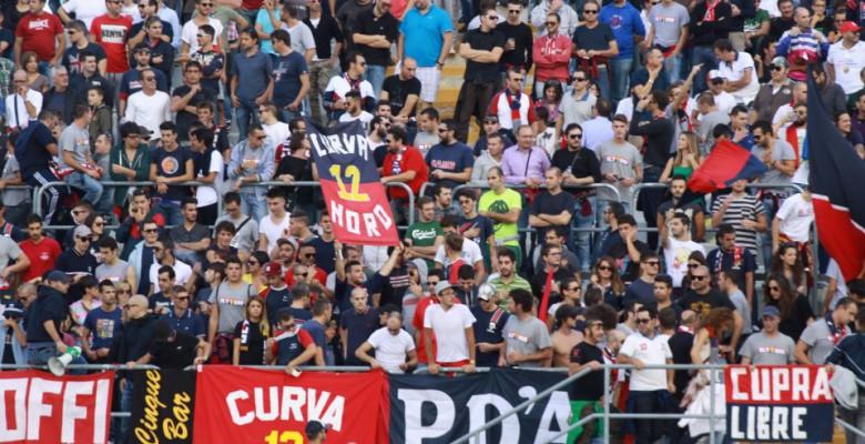 Tifosi della Samb a Macerata durante la stagione 2012-13